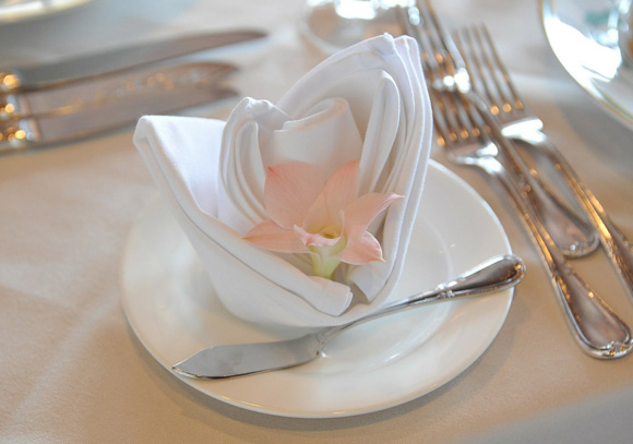 gourmet-food-works-napkin-and-flower